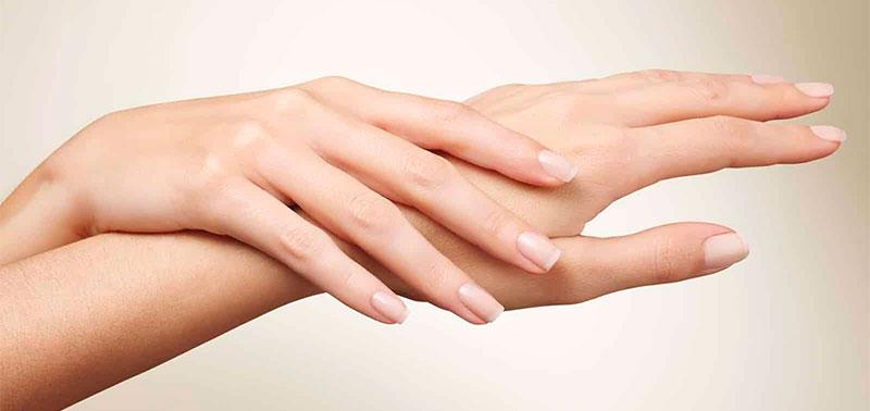El problema de manchas blancas en uñas es común