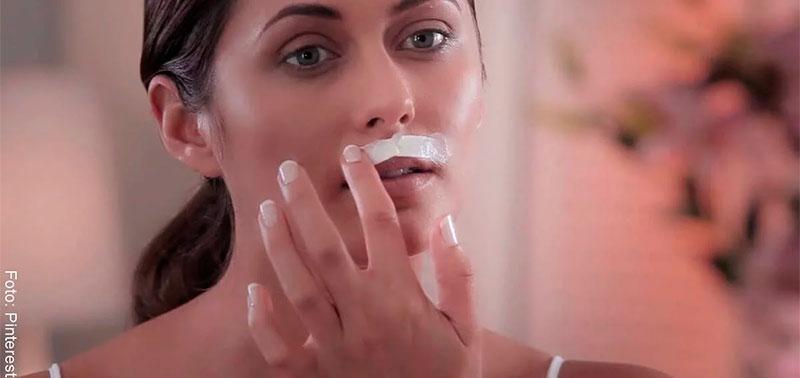 Mujer con manchas en el bozo