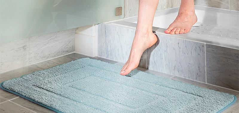 La alfombra de baño acumula muchos gérmenes