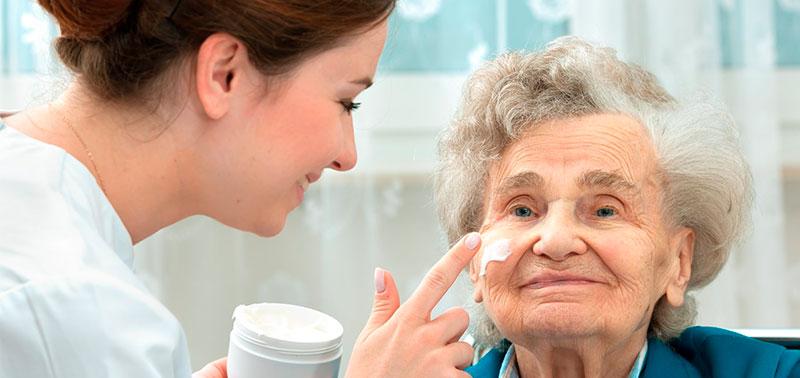 Los adultos mayores sufren problemas en su piel